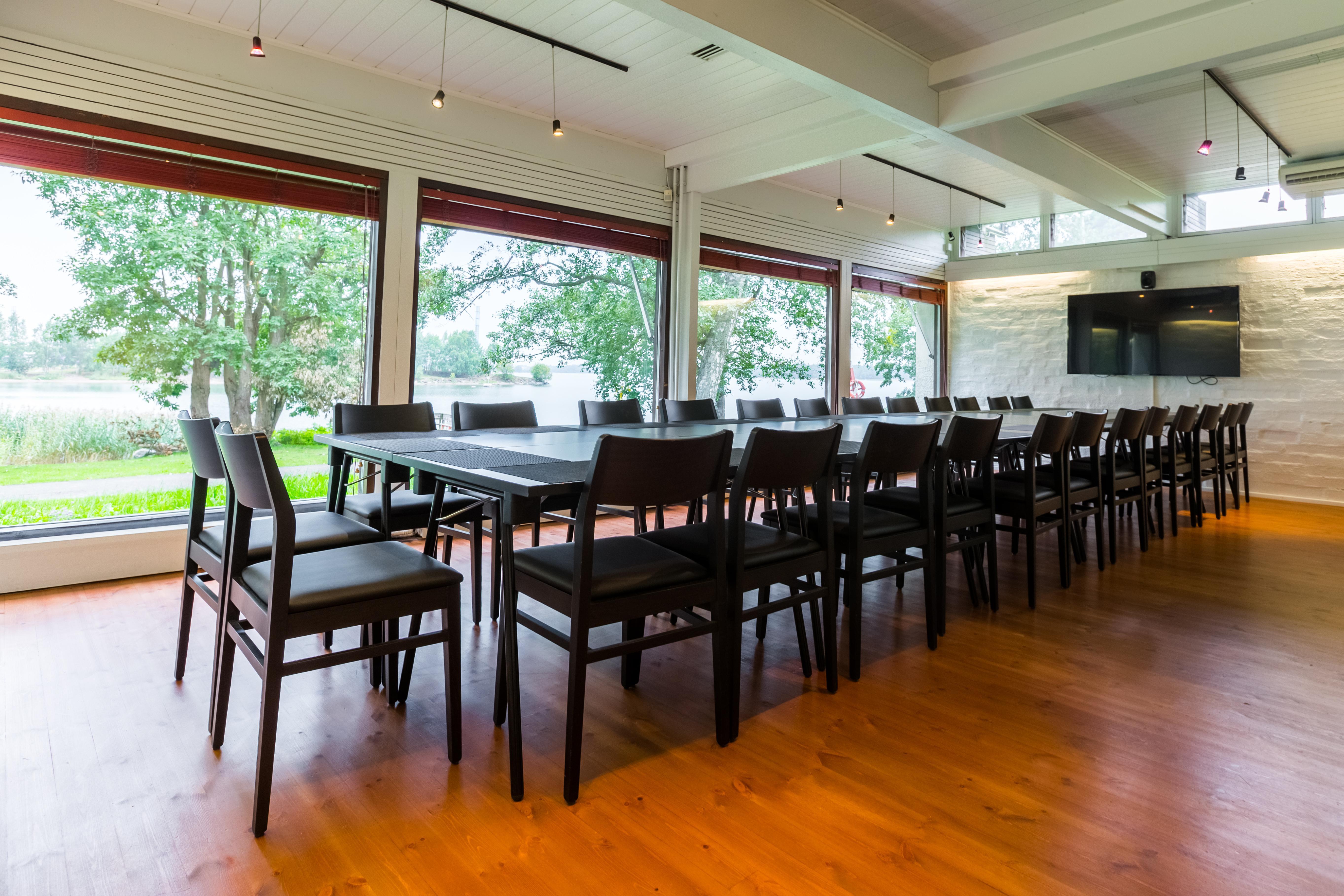 Mestaritalli tarjoaa oivalliset ja muuntuvat tilat kokouksille, unohtamatta maistuvia kokoustarjoiluita
